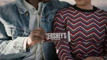 Hershey's TV Spot, 'Heartwarming the World: Anthem' Song by Noah Cyrus - Thumbnail 3