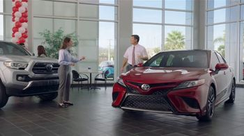 Toyota Camry TV Spot, 'Pat the Intern: Keys' [T2] - Thumbnail 2