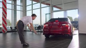 Toyota Camry TV Spot, 'Pat the Intern: Keys' [T2] - Thumbnail 4
