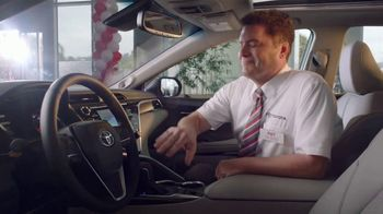 Toyota Camry TV Spot, 'Pat the Intern: Keys' [T2] - Thumbnail 5