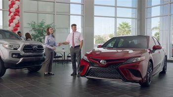 Toyota Camry TV Spot, 'Pat the Intern: Keys' [T2] - Thumbnail 7