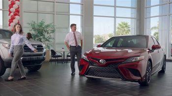Toyota Camry TV Spot, 'Pat the Intern: Keys' [T2] - Thumbnail 8