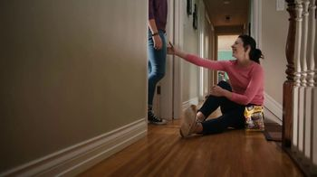 Hershey's TV Spot, 'Heartwarming the World: Break Up' Song by Noah Cyrus - Thumbnail 8