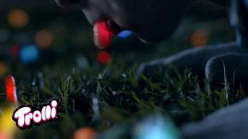 Trolli Sour Brite Crawlers TV Spot, 'Aurora Trolli-Allis' - Thumbnail 9
