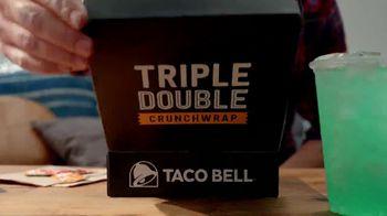 Taco Bell $5 Triple Double Crunchwrap Box TV Spot, 'Ha regresado' [Spanish] - Thumbnail 2