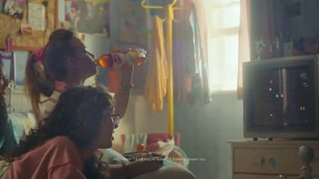 Lipton TV Spot, 'Refreshingly Optimistic Moments' Song by Frank Sinatra - Thumbnail 5