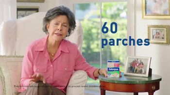 Salonpas Pain Relieving Patch TV Spot, 'Potente' [Spanish] - Thumbnail 9