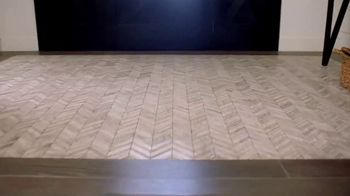 The Home Depot TV Spot, 'Últimos estilos en piso' [Spanish] - Thumbnail 2