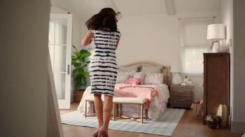 JCPenney TV Spot, ' Mother's Day: Extra $10 Off Gifts' Song by Redbone - Thumbnail 2