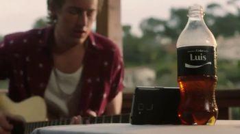 Coca-Cola TV Spot, 'Comparte una Coca-Cola con amor' [Spanish] - Thumbnail 6