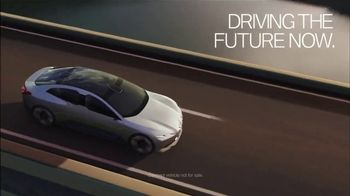 2018 BMW 530e xDRIVE iPerforrmance TV Spot, 'The Future' [T2] - Thumbnail 8