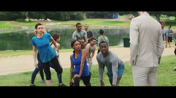 Verizon TV Spot, 'Running Club' Featuring Thomas Middleditch - Thumbnail 4
