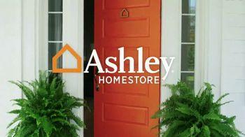 Ashley HomeStore Memorial Day Sale TV Spot, 'No-Interest Mattress Deals' - Thumbnail 2
