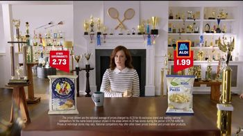 ALDI SimpyNature White Cheddar Puffs TV Spot, 'Awards Family' - Thumbnail 3