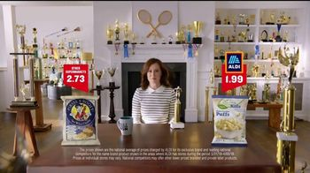ALDI SimpyNature White Cheddar Puffs TV Spot, 'Awards Family' - Thumbnail 5