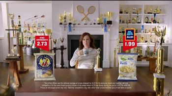 ALDI SimpyNature White Cheddar Puffs TV Spot, 'Awards Family' - Thumbnail 7