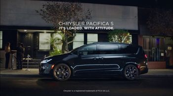 2018 Chrysler Pacifica TV Spot, 'Back That Thing Up: Park' Song by Juvenile [T2] - Thumbnail 4