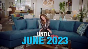 Rooms to Go TV Spot, 'Memorial Day: Cindy Crawford Home' - Thumbnail 8