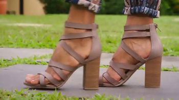 Payless Shoe Source TV Spot, 'Una fiesta' [Spanish] - Thumbnail 3