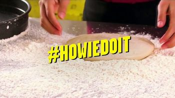Hungry Howie's 45-Cent Large 1-Topping Pizza TV Spot, 'Howie Do It' - Thumbnail 4