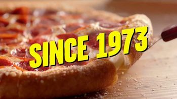Hungry Howie's 45-Cent Large 1-Topping Pizza TV Spot, 'Howie Do It' - Thumbnail 7