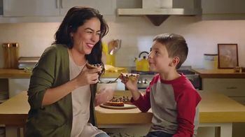 Nestle Toll House Morsels TV Spot, 'Cookie Pizza' - 2818 commercial airings