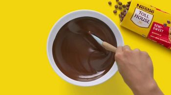Nestle Toll House Morsels TV Spot, 'Cookie Pizza' - Thumbnail 5