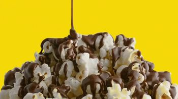 Nestle Toll House Morsels TV Spot, 'Movie Night' - Thumbnail 7