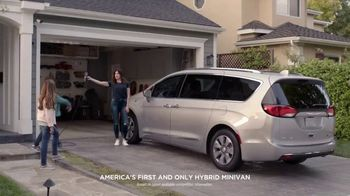 2018 Chrysler Pacifica TV Spot, 'All Day: Half and Half' Feat. Kathryn Hahn [T2] - Thumbnail 1