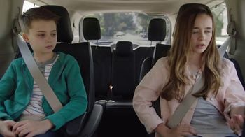 2018 Chrysler Pacifica TV Spot, 'All Day: Half and Half' Feat. Kathryn Hahn [T2] - Thumbnail 5