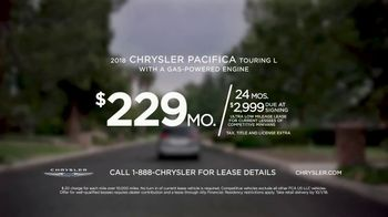 2018 Chrysler Pacifica TV Spot, 'All Day: Half and Half' Feat. Kathryn Hahn [T2] - Thumbnail 9