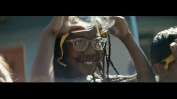 Macy's TV Spot, 'Remarkable You' Featuring Becky Hammon, Song by No Doubt - Thumbnail 6