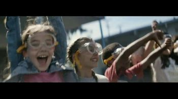 Macy's TV Spot, 'Remarkable You' Featuring Becky Hammon, Song by No Doubt - Thumbnail 8