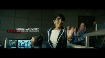 Macy's TV Spot, 'Remarkable You' Featuring Becky Hammon, Song by No Doubt - Thumbnail 9