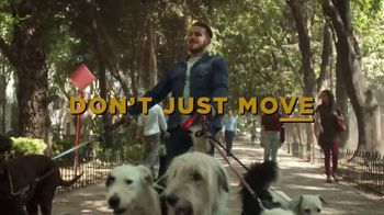 Lee Extreme Motion Jeans TV Spot, 'Dog Walker' - Thumbnail 10