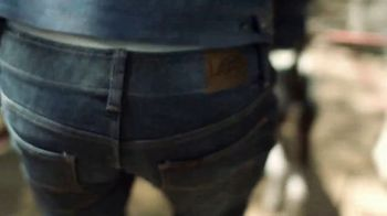 Lee Extreme Motion Jeans TV Spot, 'Dog Walker' - Thumbnail 4