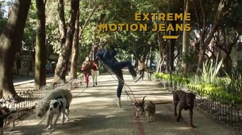 Lee Extreme Motion Jeans TV Spot, 'Dog Walker' - Thumbnail 6