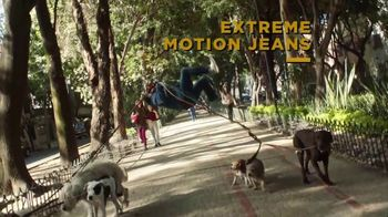 Lee Extreme Motion Jeans TV Spot, 'Dog Walker' - Thumbnail 7