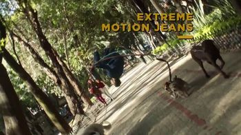 Lee Extreme Motion Jeans TV Spot, 'Dog Walker' - Thumbnail 8