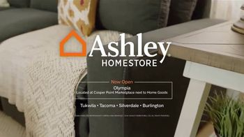 Ashley HomeStore Labor Day Held Over Sale TV Spot, 'Absolutely Ends Monday' - Thumbnail 8