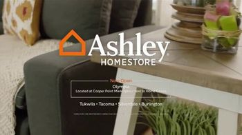 Ashley HomeStore Labor Day Held Over Sale TV Spot, 'Absolutely Ends Monday' - Thumbnail 7