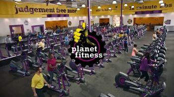 Planet Fitness TV Spot, 'Pull-Ups' - Thumbnail 6