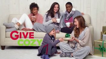 Kohl's TV Spot, '2018 Holidays: Give Joy, Get Joy: Cozy' - Thumbnail 2