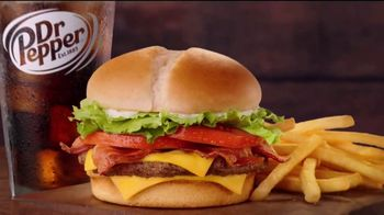 Jack in the Box BLT Cheeseburger Combo TV Spot, 'Hombre en el sofá' [Spanish] - Thumbnail 2
