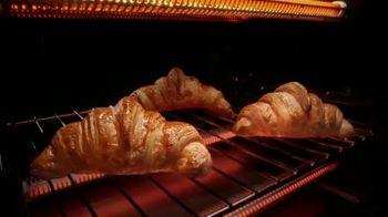 Calphalon Quartz Heat Countertop Oven TV Spot, 'Captivated by the Croissant' - Thumbnail 7