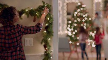 Command TV Spot, 'Greet the Season, Damage-Free' Featuring Tim Gunn - Thumbnail 6