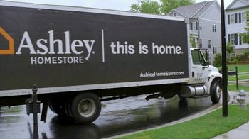Ashley HomeStore TV Spot, 'HGTV: Tiffani and Kien' - Thumbnail 4