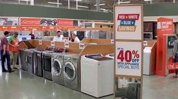 The Home Depot Red, White & Blue Savings TV Spot, 'Más funciones' [Spanish] - Thumbnail 5