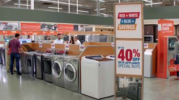 The Home Depot Red, White & Blue Savings TV Spot, 'Más funciones' [Spanish] - Thumbnail 6