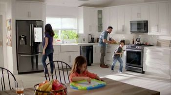The Home Depot Red, White & Blue Savings TV Spot, 'Más funciones' [Spanish] - Thumbnail 7